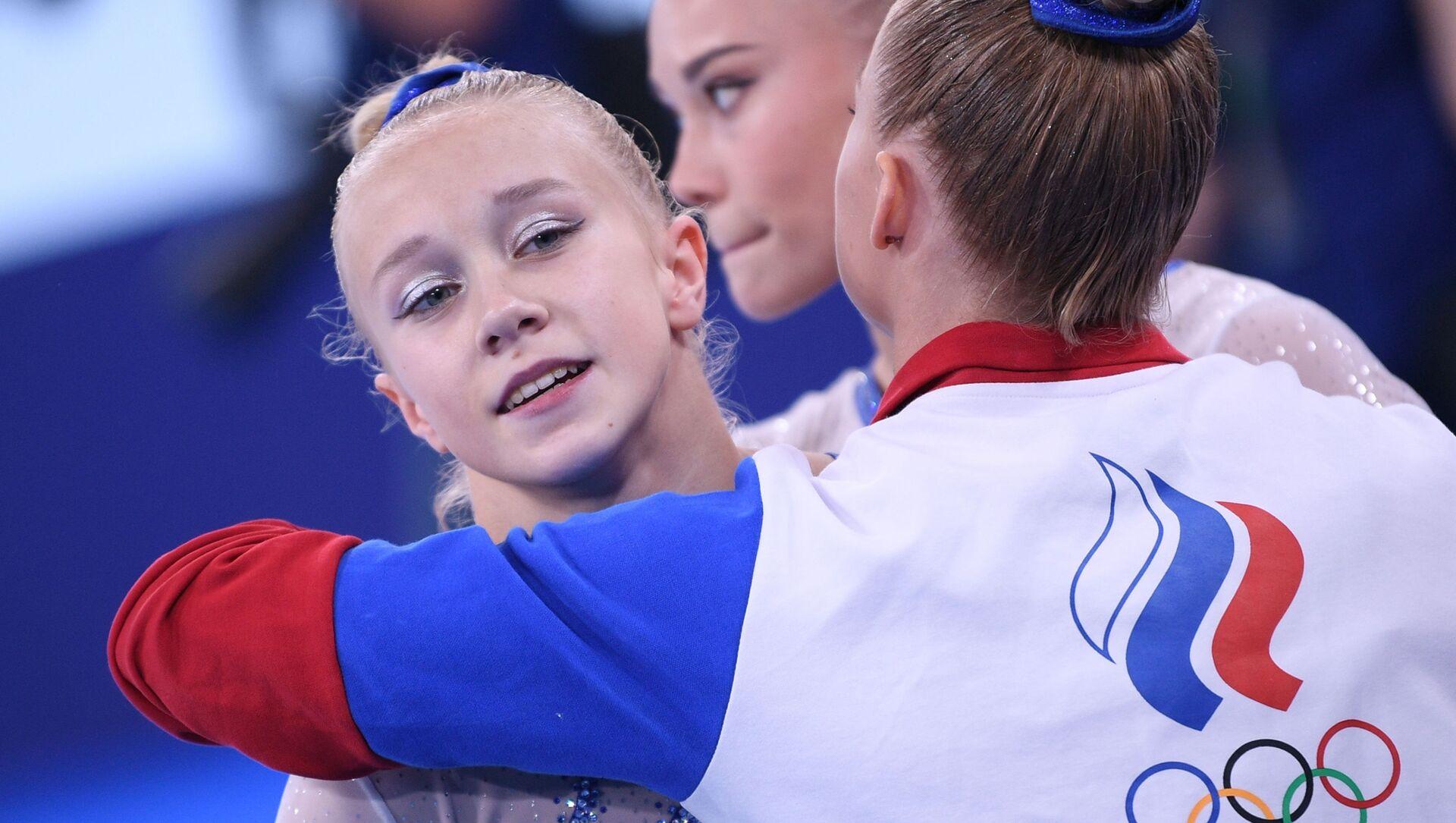 Rus kadın artistik jimnastikçiler, takım yarışında ilk kez olimpiyat altın madalyası kazandı - Sputnik Türkiye, 1920, 27.07.2021