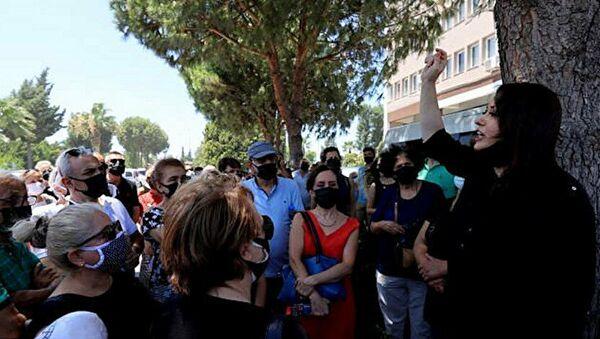 İzmir'de depremzedelerden dilekçeli eylem - Sputnik Türkiye