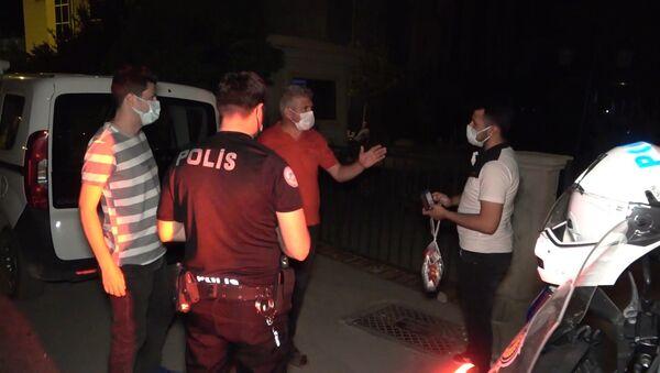 Karantinayı ihlal edince HES kodu ele verdi: Caddede dolaşırken yakalandı - Sputnik Türkiye
