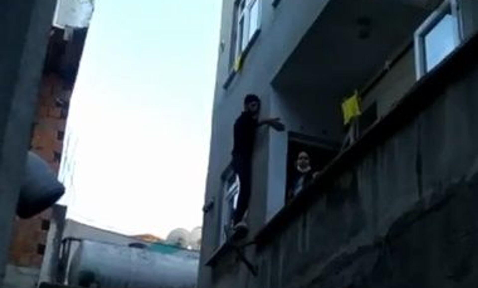 Hırsız, pencerede mahsur kaldı - Sputnik Türkiye, 1920, 28.07.2021