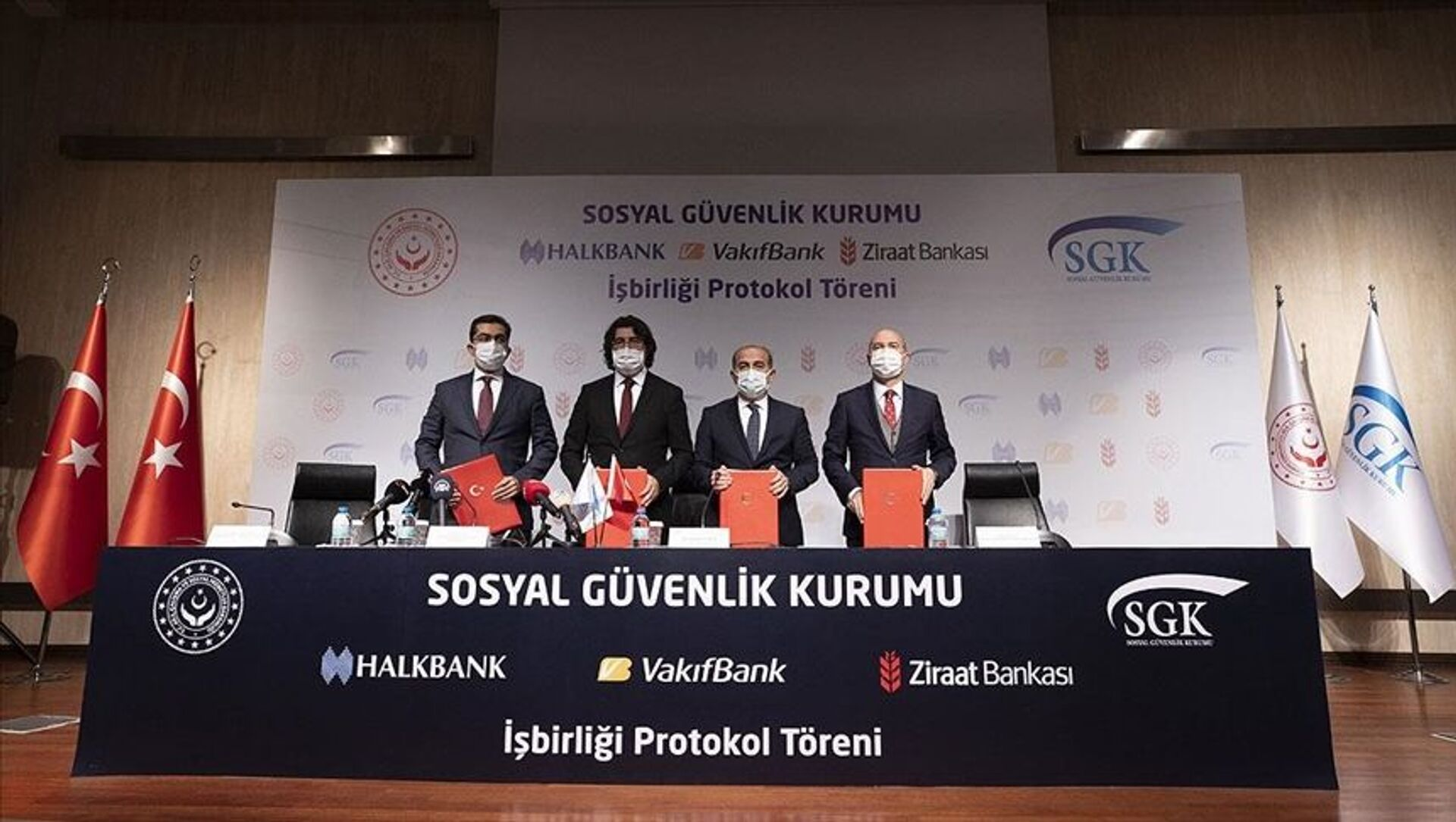 SGK ile üç banka arasında kredi anlaşması - Sputnik Türkiye, 1920, 28.07.2021
