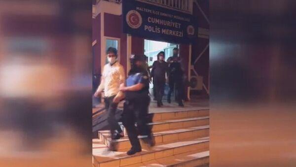 İstanbul'da 415 düzensiz göçmen muhafaza altına alındı - Sputnik Türkiye