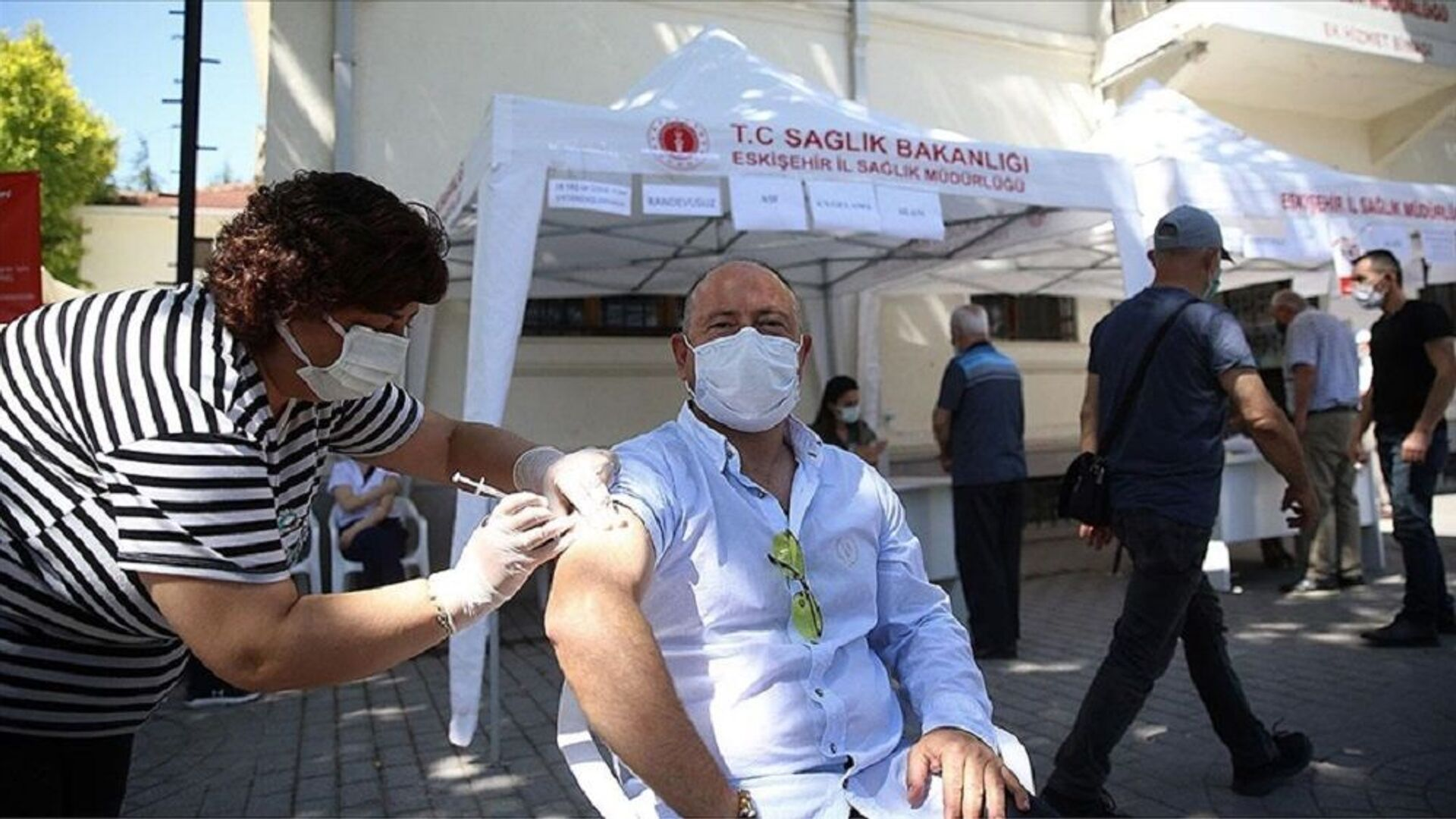 Eskişehir'de randevusuz Kovid-19 aşı uygulaması için noktalar oluşturuldu - Sputnik Türkiye, 1920, 17.09.2021