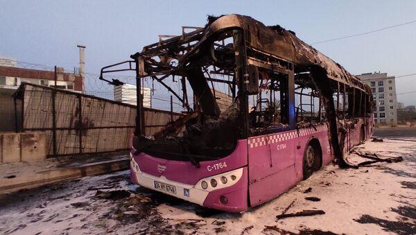 Başakşehir'de İETT otobüsü alev alev yandı - Sputnik Türkiye