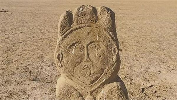 Kazakistan'ın güneyindeki Türkistan şehrine 250 kilometre mesafede, yaklaşık 1300 yıllık eski Türk dönemine ait taş heykele rastlandı. - Sputnik Türkiye