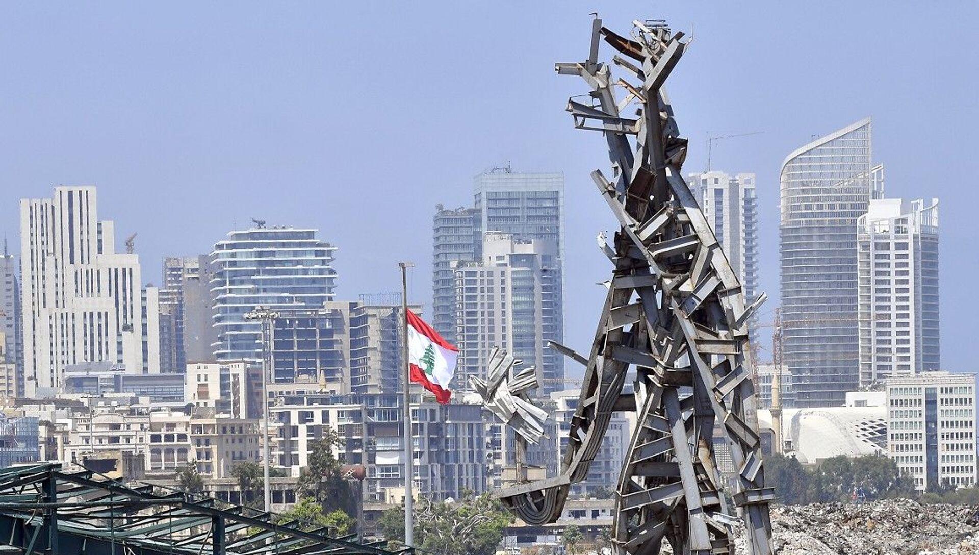 Beyrut Limanı'nda bir yıl önce meydana gelen patlamanın metal kalıntılarından anıt inşa edildi - Sputnik Türkiye, 1920, 03.08.2021