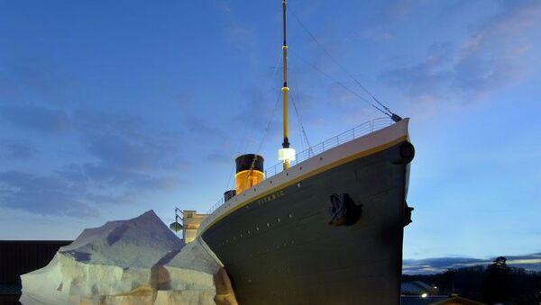 Titanik Müzesi'ndeki buzdağı, ziyaretçilerin üzerine devrildi: 3 yaralı - Sputnik Türkiye