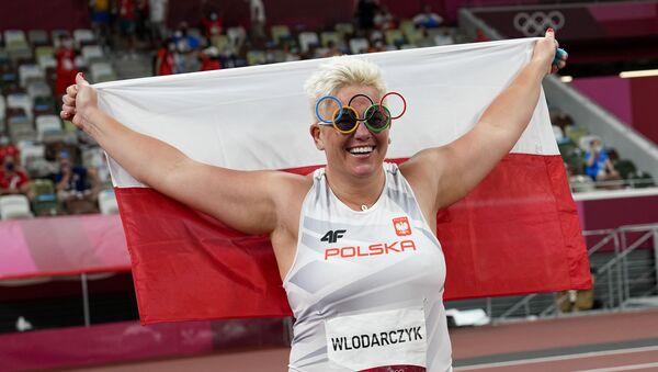 Polonyalı çekiççi Wlodarczyk, rakibinin eldivenleriyle üst üste 3 olimpiyat altın madalyası kazandı - Sputnik Türkiye
