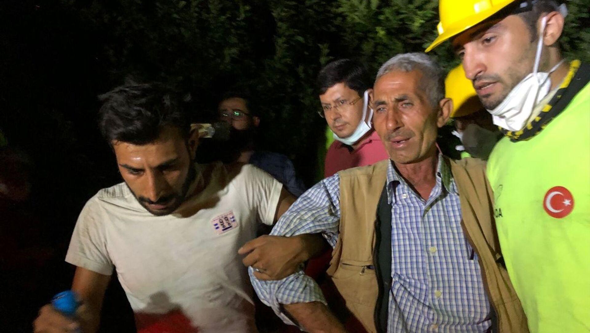 Aydın'daki orman yangınında evinde mahsur kalan kişi kurtarıldı - Sputnik Türkiye, 1920, 04.08.2021