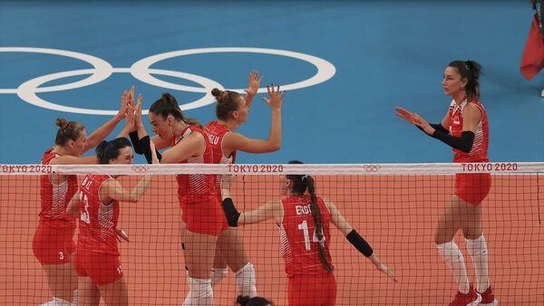 A Milli Kadın Voleybol Takımı, Güney Kore'ye 3-2 yenilerek çeyrek finalde olimpiyatlara veda etti  - Sputnik Türkiye