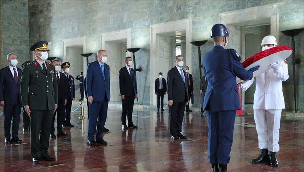 Cumhurbaşkanı Recep Tayyip Erdoğan ve Yüksek Askeri Şura üyeleri Anıtkabir'i ziyaret etti. - Sputnik Türkiye