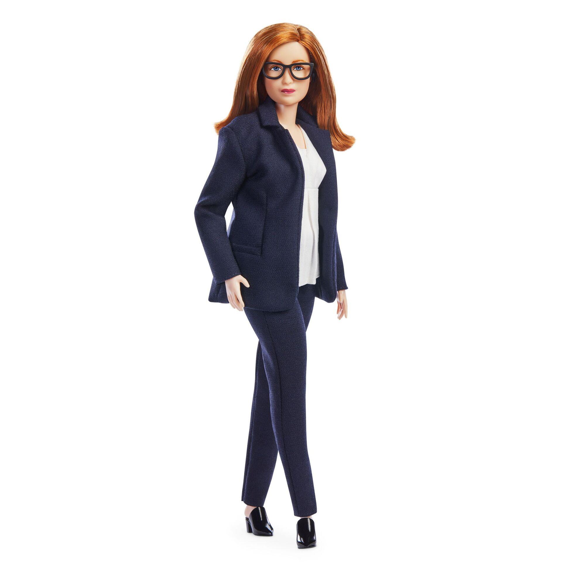 Oxford-AstraZeneca aşısının mucidi Sarah Gilbert, kendisini onurlandırmak için Barbie bebek çıkarılmasını Gelecek kuşaklardaki kızlara bilim kariyeri yapmaları için esin kaynağı olmayı ve bebeğimi gören çocukların bilimin dünyaya yardım etmek için yaşamsal önemde olduğunu anlamalarını umuyorum diye değerlendirdi. - Sputnik Türkiye, 1920, 10.08.2021