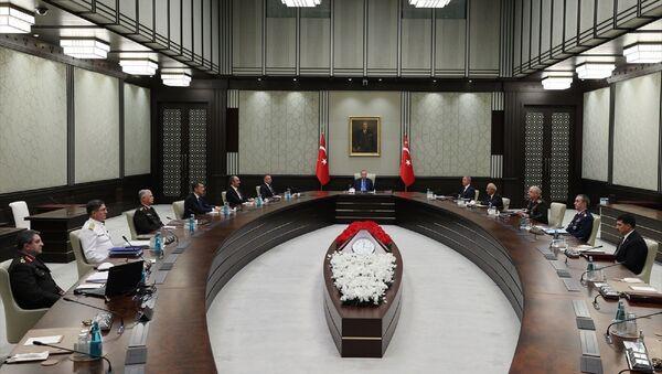 Cumhurbaşkanı Recep Tayyip Erdoğan başkanlığındaki Yüksek Askeri Şura (YAŞ) toplantısı başladı.  - Sputnik Türkiye