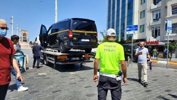 Turistlerden fahiş ücret isteyen minibüs taksi, Taksim - Sputnik Türkiye