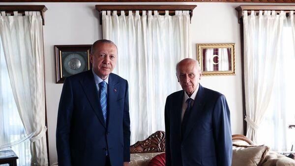 Cumhurbaşkanı Erdoğan , MHP Genel Başkanı Devlet Bahçeli'yi evinde ziyaret etti - Sputnik Türkiye