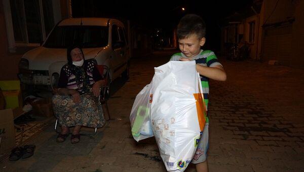 Yangında evleri yanan çocuklara oyuncaklarını gönderdi - Sputnik Türkiye