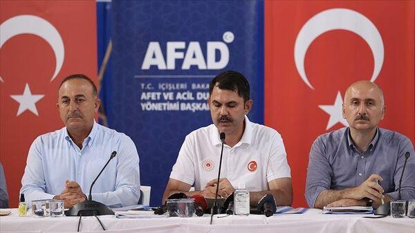 Ulaştırma Bakanı: Buruk da olsa sevinçliyiz, Antalya bölgesindeki yangınların sonuna geliyoruz - Sputnik Türkiye