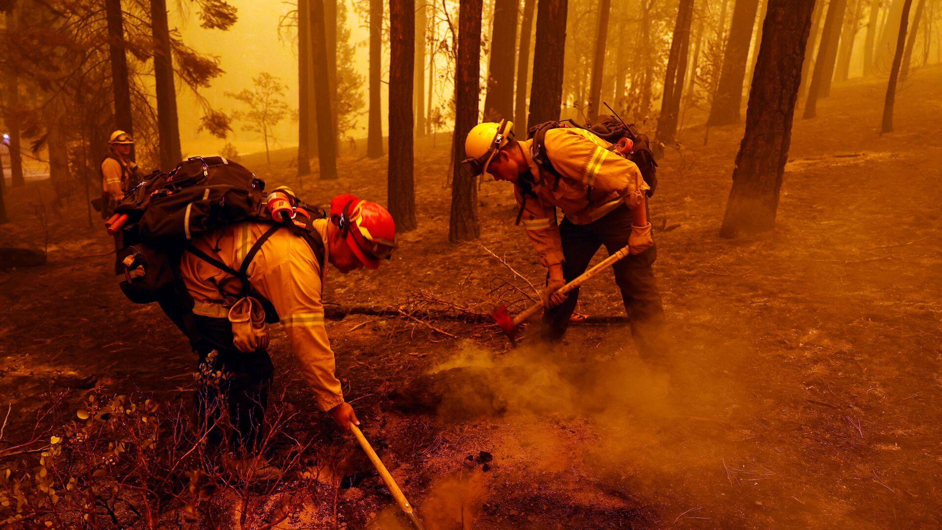 ABD'nin Kaliforniya eyaletinde son yılların en büyük orman yangınları devam ediyor, en az 8 kişinin yangın sebebiyle kayıp olduğu bildirildi. - Sputnik Türkiye, 1920, 07.08.2021