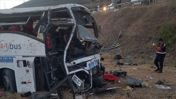 Balıkesir'de devrilen yolcu otobüsü - Sputnik Türkiye