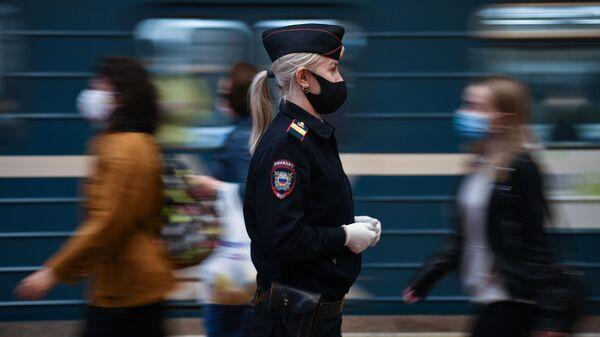 Rusya koronavirüs maske polis - Sputnik Türkiye