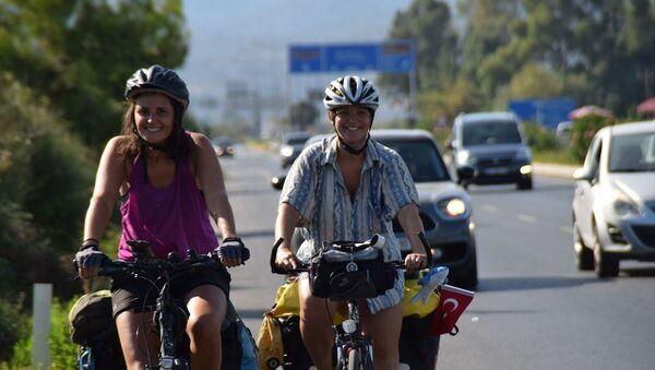 Avusturya'dan bisikletle Türkiye'ye gelen 3 kadın - Sputnik Türkiye