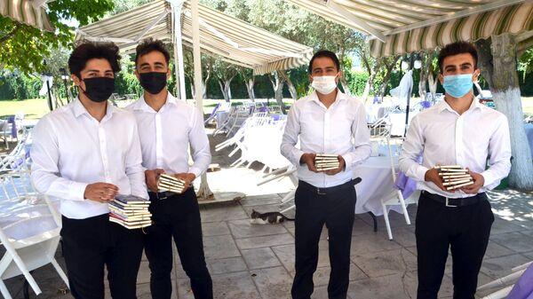 Düğün davetlilerine nikah şekeri yerine 'dünya klasiklerini' verdiler - Sputnik Türkiye