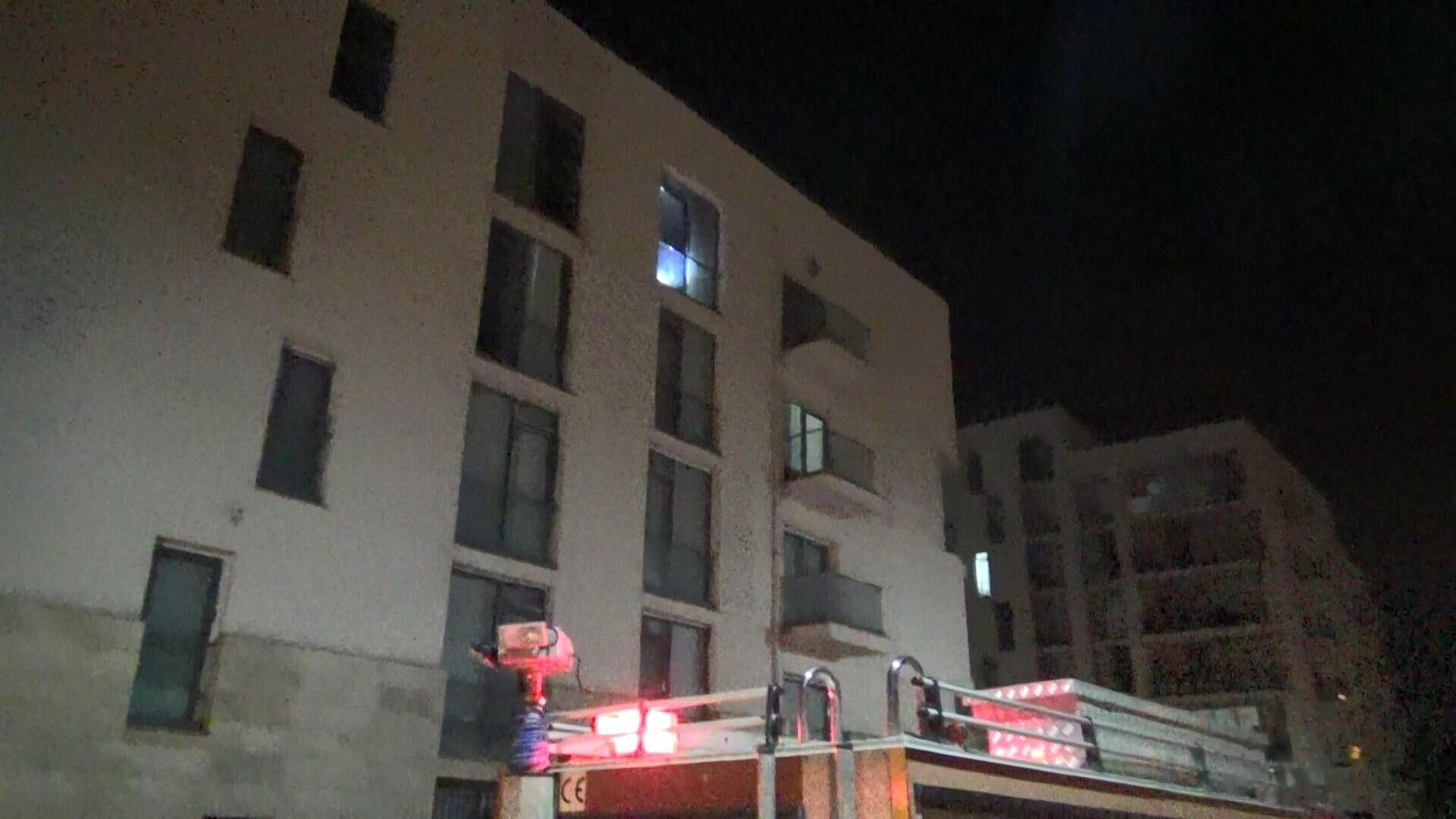 Diyarbakır'da bir kişi evini ateşe verdikten sonra kapıyı da kilitleyip dışarı çıktı - Sputnik Türkiye, 1920, 16.08.2021