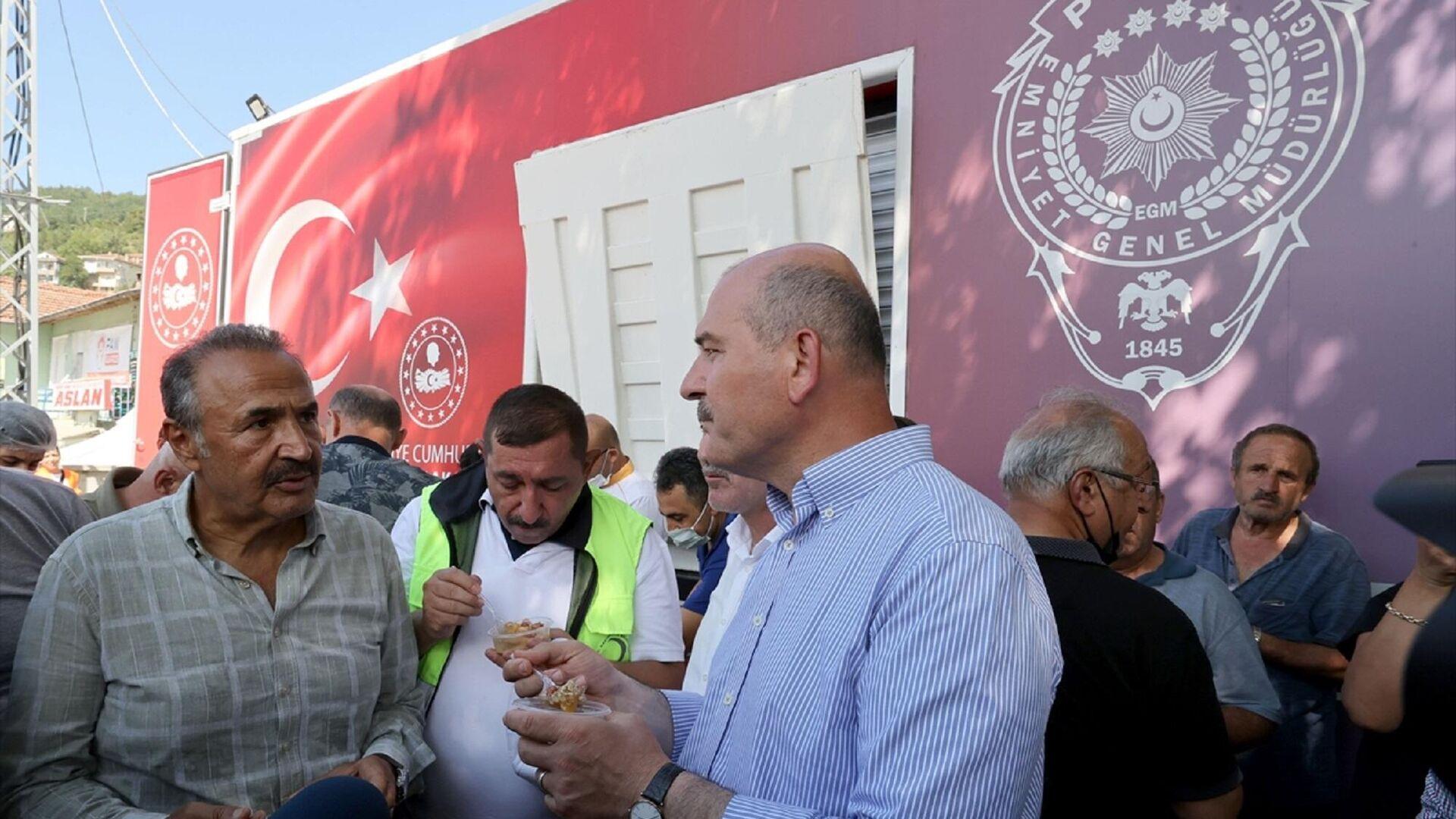 İçişleri Bakanı Süleyman Soylu, sel felaketinden etkilenen Bozkurt'ta aşure dağıttı  - Sputnik Türkiye, 1920, 18.09.2021