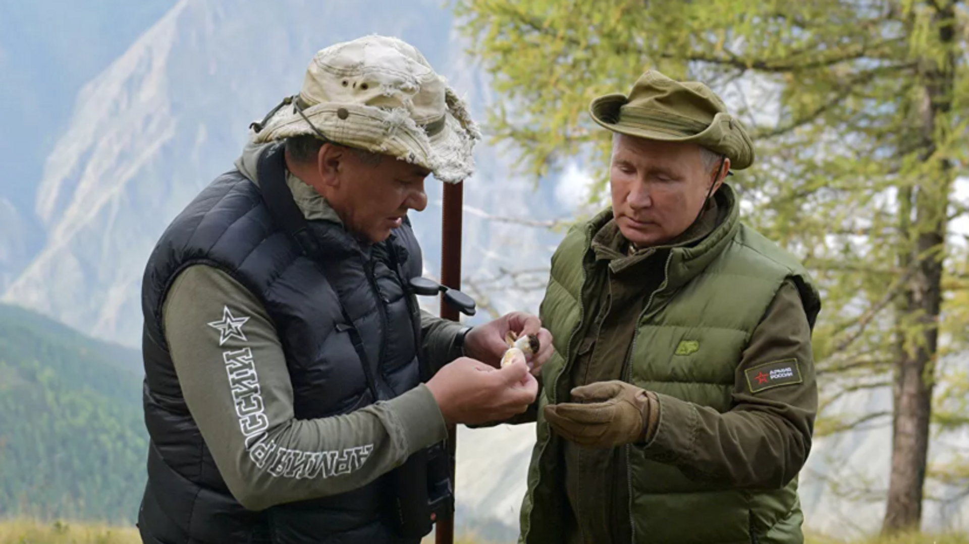 Rusya Devlet Başkanı Vladimir Putin ile Savunma Bakanı Sergey Şoygu - Sputnik Türkiye, 1920, 26.09.2021