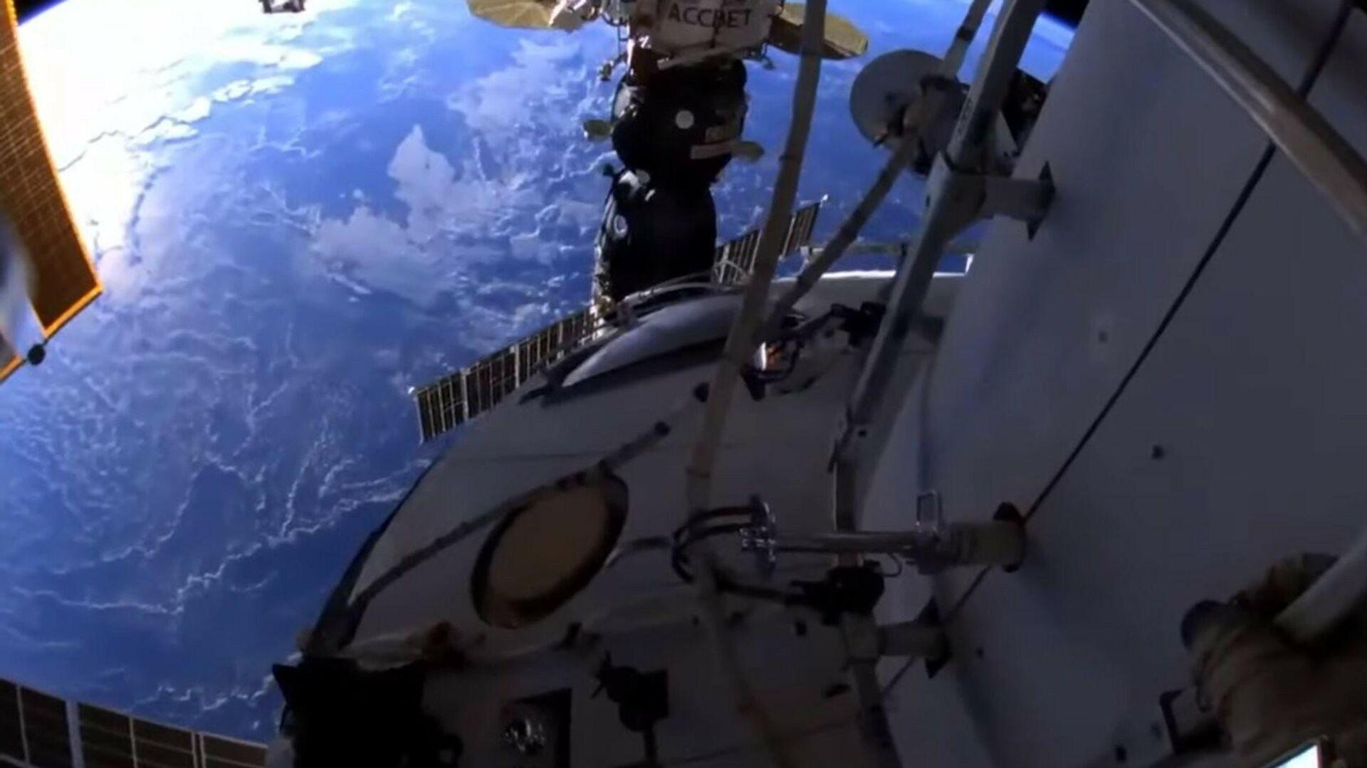 Rus kozmonotlar Oleg Novitsky ve Pyotr Dubrov, Rusya'nın Uluslararası Uzay İstasyonu'ndaki (ISS) Nauka modülündeki çalışmalar için uzay yürüyüşüne çıktı. - Sputnik Türkiye, 1920, 10.09.2021