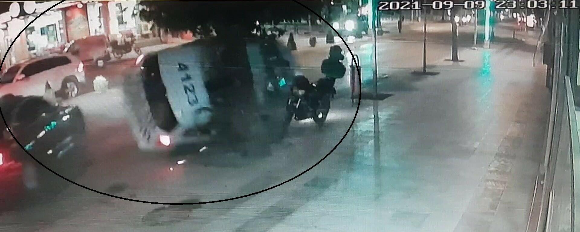 Şüpheli aracı kovalayan polis otosu kaza yaptı - Sputnik Türkiye, 1920, 10.09.2021