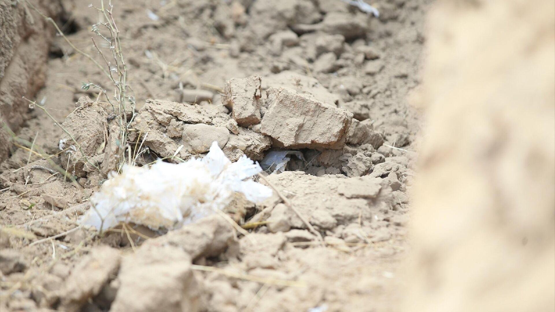 Kırklareli'nin Kavaklı beldesinde arazide bulunan el bombası, jandarma ekipleri tarafından imha edildi.  - Sputnik Türkiye, 1920, 13.09.2021
