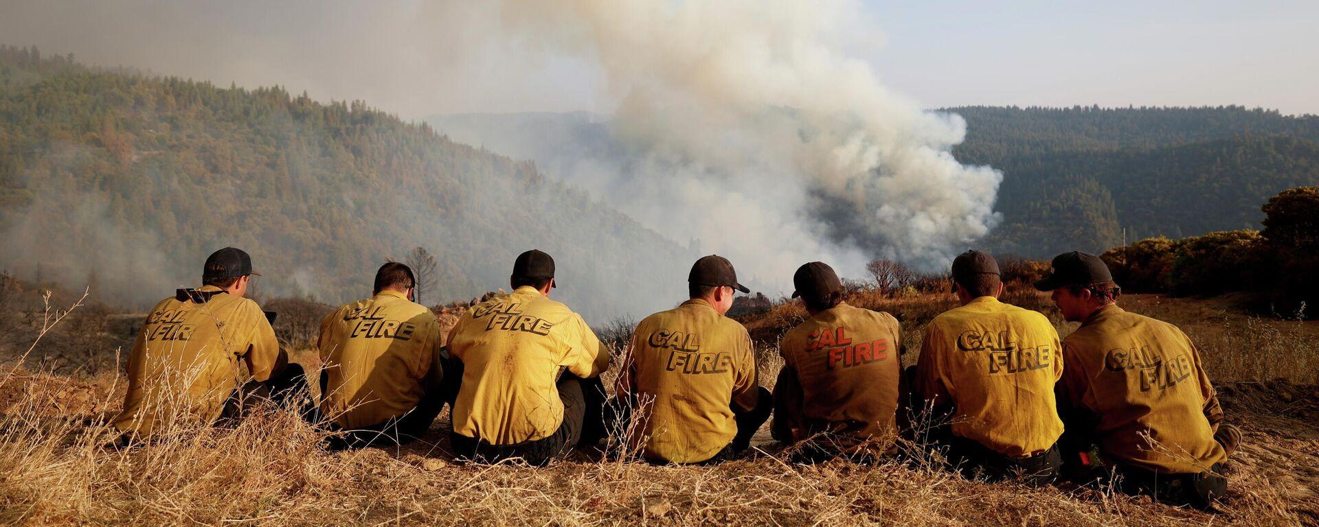 ABD'nin Kaliforniya eyaletinde orman yangını söndürme ekipleri - Sputnik Türkiye, 1920, 17.09.2021