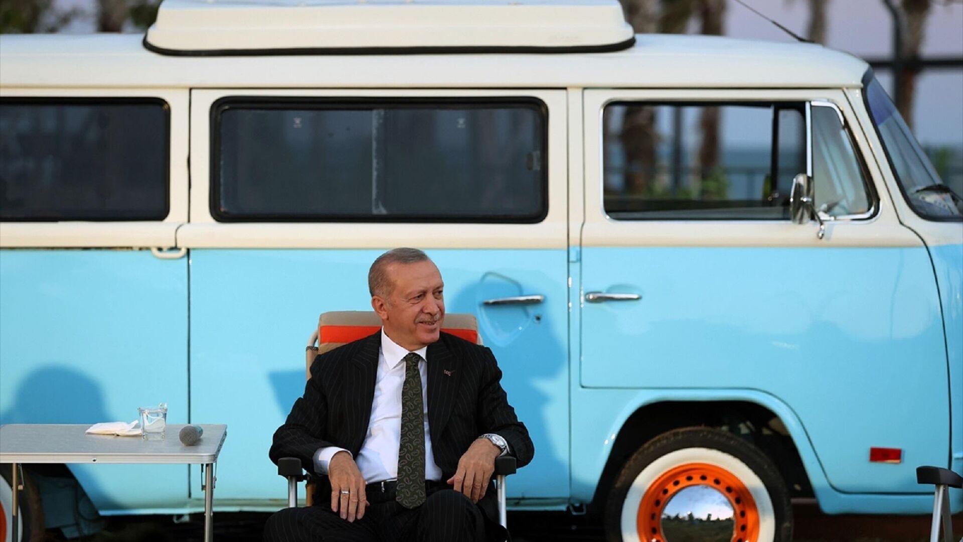Cumhurbaşkanı Recep Tayyip Erdoğan, Mersin'de 81 ilden üniversite kazanan öğrencilerle gerçekleştirilen Gençlerle Buluşma programına katıldı.  - Sputnik Türkiye, 1920, 18.09.2021