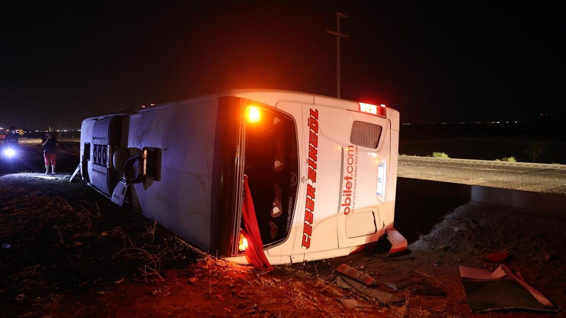 Konya'da yolcu otobüsün devrilmesi sonucu, biri ağır 14 kişi yaralandı. - Sputnik Türkiye, 1920, 20.09.2021