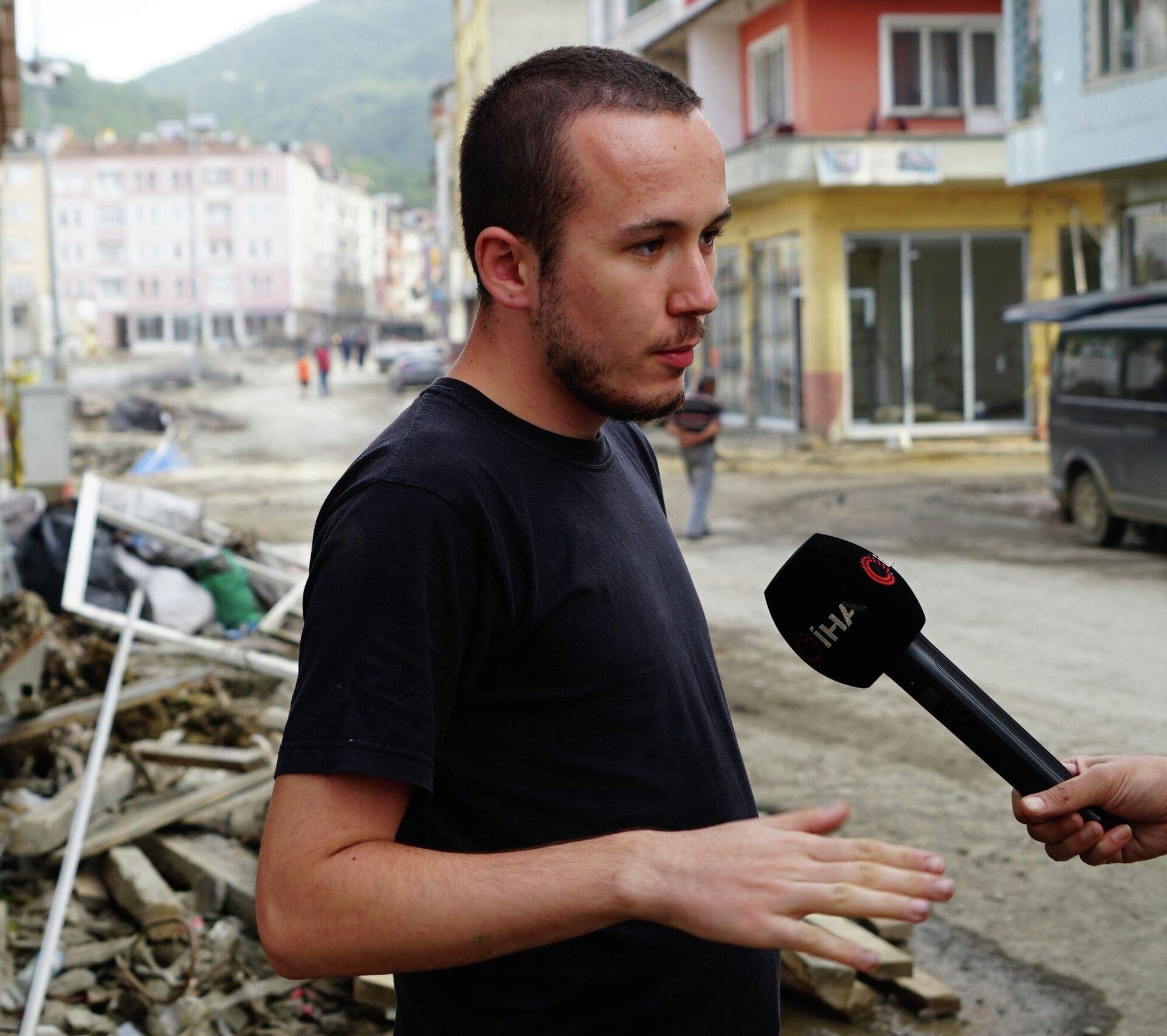Sel felaketinin yaşandığı Kastamonu'nun Bozkurt ilçesinde selde babasını kaybeden 24 yaşındaki genç, yaşadığı zarar karşılığında devlet tarafından fazla ödeme yapıldığı gerekçesiyle 750 bin lirayı iade etti. - Sputnik Türkiye, 1920, 20.09.2021