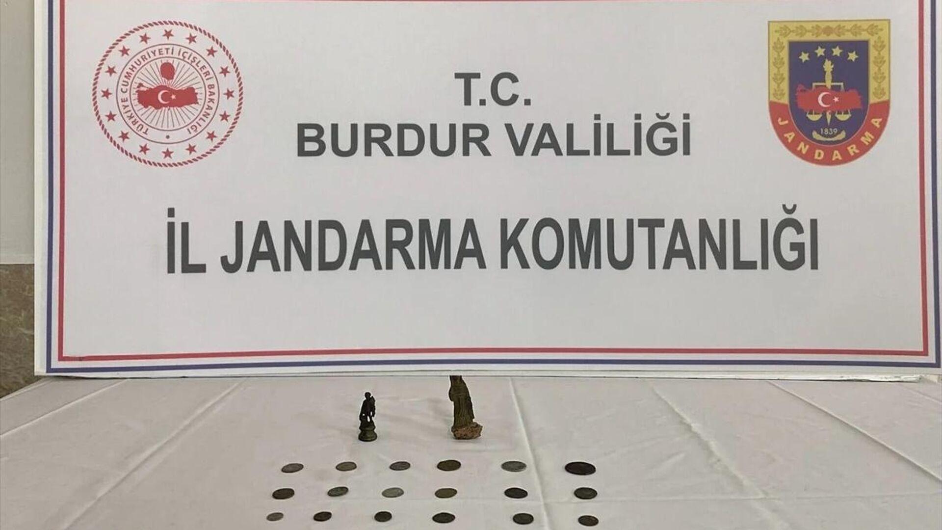 Roma dönemine ait sikke ve insan figürlü heykel ele geçirildi  - Sputnik Türkiye, 1920, 22.09.2021