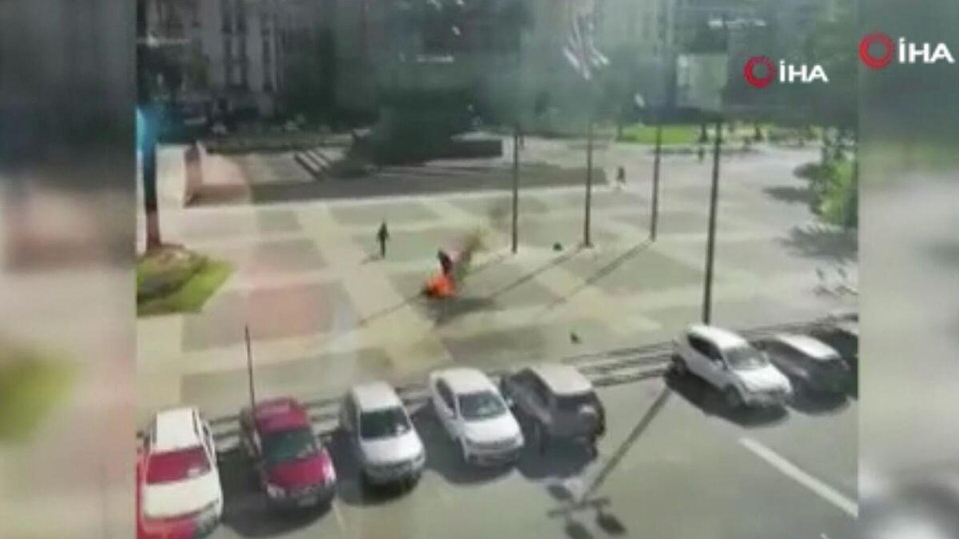 Uruguay Devlet Başkanlığı binası önünde bir kişi kendisini ateşe verdi - Sputnik Türkiye, 1920, 23.09.2021