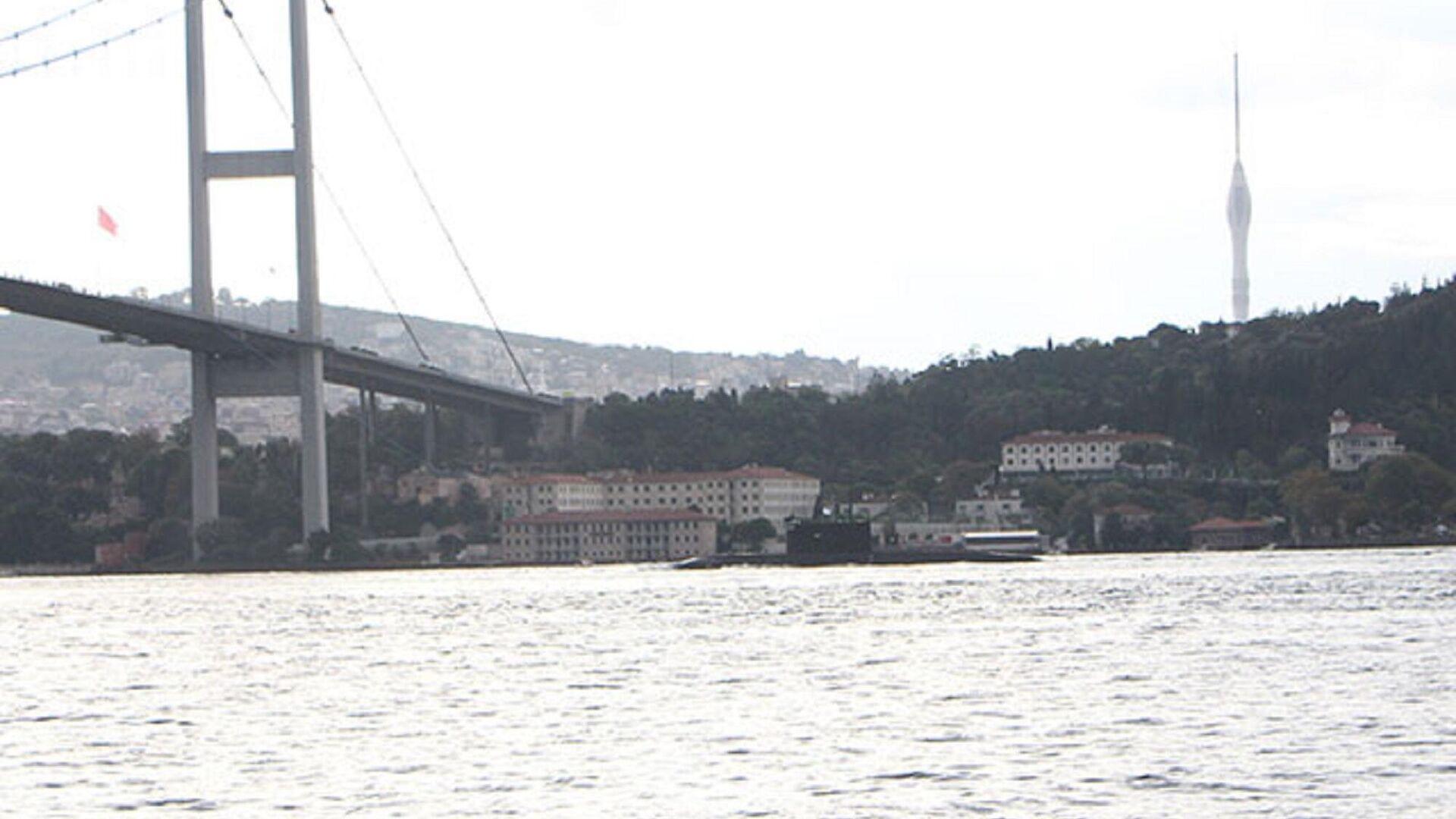 Rus denizaltı İstanbul Boğazı'ndan geçti  - Sputnik Türkiye, 1920, 23.09.2021