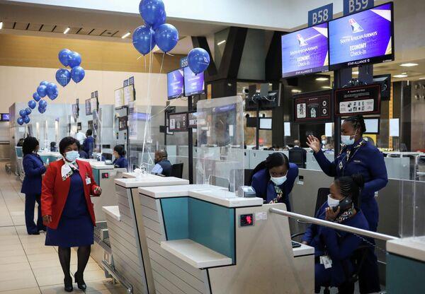 SAA'nın ilk uçuşu Johannesburg'dan başkent Cape Town'a gerçekleşti. Gelecek haftadan itibaren, Gana'nın başkenti Akra, Demokratik Kongo Cumhuriyeti'nin başkenti Kinşasa, Zimbabve'nin başkenti Harare, Zambiya'nın başkenti Lusaka ve Mozambik'in başkenti Maputo'ya uçuşlar da başlayacak. - Sputnik Türkiye