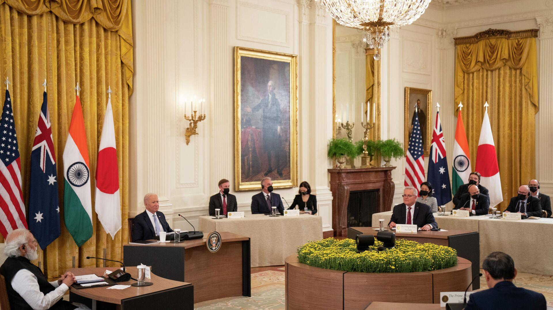 ABD Başkanı Joe Biden, Hindistan, Japonya ve Avustralya liderleri ile Beyaz Saray'da Hint-Pasifik ilişkilerini görüşmek üzere bir araya gelerek, Çin'e karşı gayrı resmi bir stratejik ortaklık olan Dörtlü Liderler Zirvesi'ni gerçekleştirdi. - Sputnik Türkiye, 1920, 25.09.2021