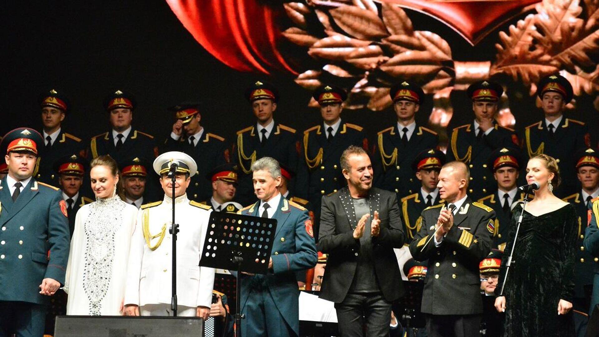 Haluk Levent, Rus Kızıl Ordu Korosu ile İstanbul'da konser verdi  - Sputnik Türkiye, 1920, 27.09.2021