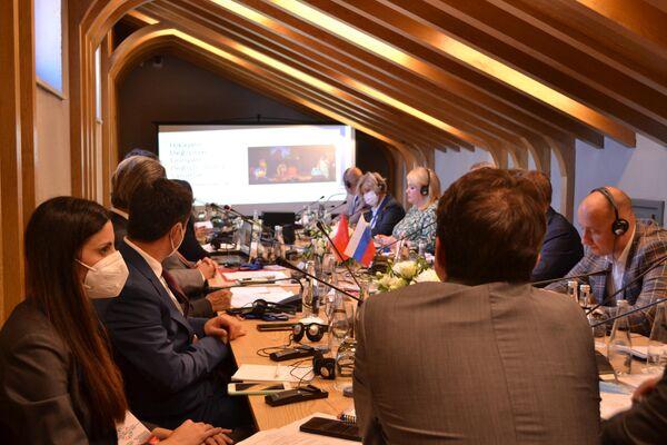 Rusya ile Türkiye arasında kültürler arası diyalog konulu yuvarlak masa toplantısı. - Sputnik Türkiye