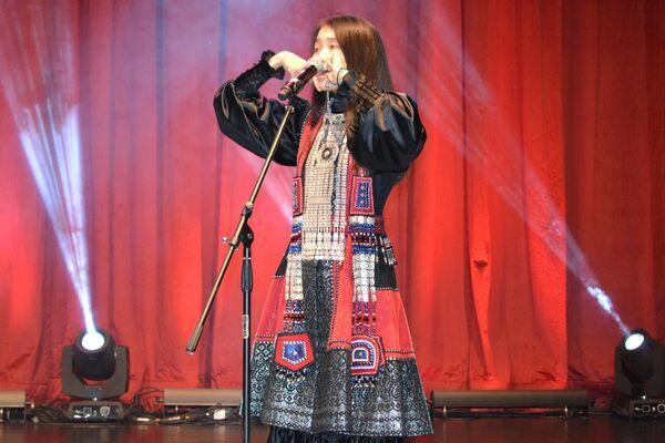 Saha Cumhuriyeti'ni temsil eden etnik müzik grubu 'Ayarhaan'. - Sputnik Türkiye