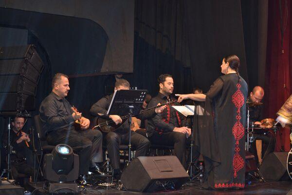 Kültür ve Turizm Bakanlığı bünyesindeki İzmir Devlet Türk Dünyası Dans ve Müzik Topluluğu.  - Sputnik Türkiye