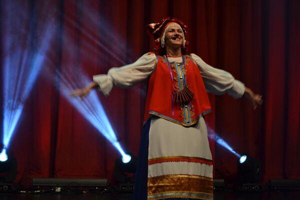 St. Petersburg'dan Müzik ve Dans Topluluğu 'Hohloma'.  - Sputnik Türkiye