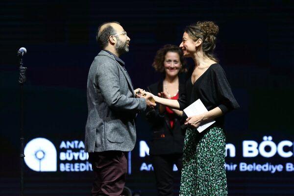 Bu yıl 58'ncisi düzenlenen Antalya Altın Portakal Film Festivali'nin kapanış ve ödül töreni gerçekleştirildi. Festivalde En İyi Belgesel ödülünü Volkan Üce aldı.  - Sputnik Türkiye