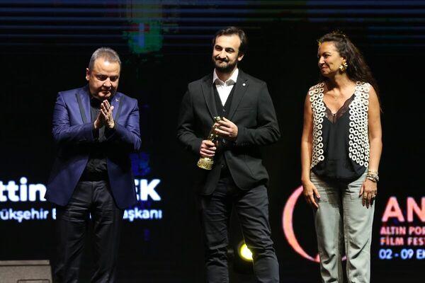 Festivalde, Dr. Avni Tolunay Jüri Özel Ödülünü Selman Nacar aldı. - Sputnik Türkiye