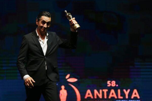 Festivalde, En İyi Erkek Oyuncu ödülünü Tarhan Karagöz aldı. - Sputnik Türkiye