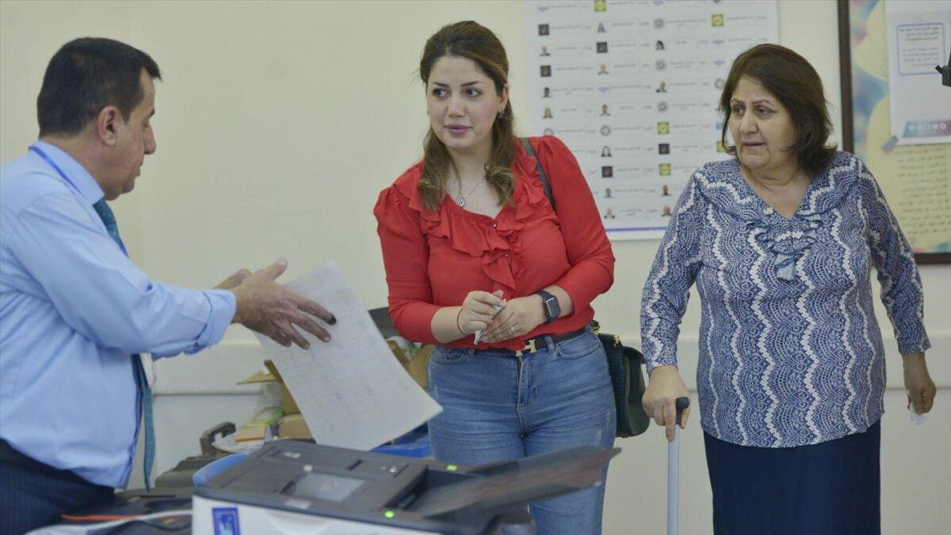 Irak'ta erken genel seçimler için oy verme işlemi devam ediyor - Sputnik Türkiye, 1920, 13.10.2021